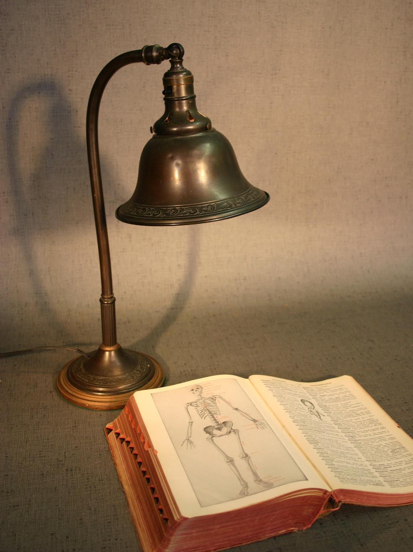 Leaf Motif Desk Lamp