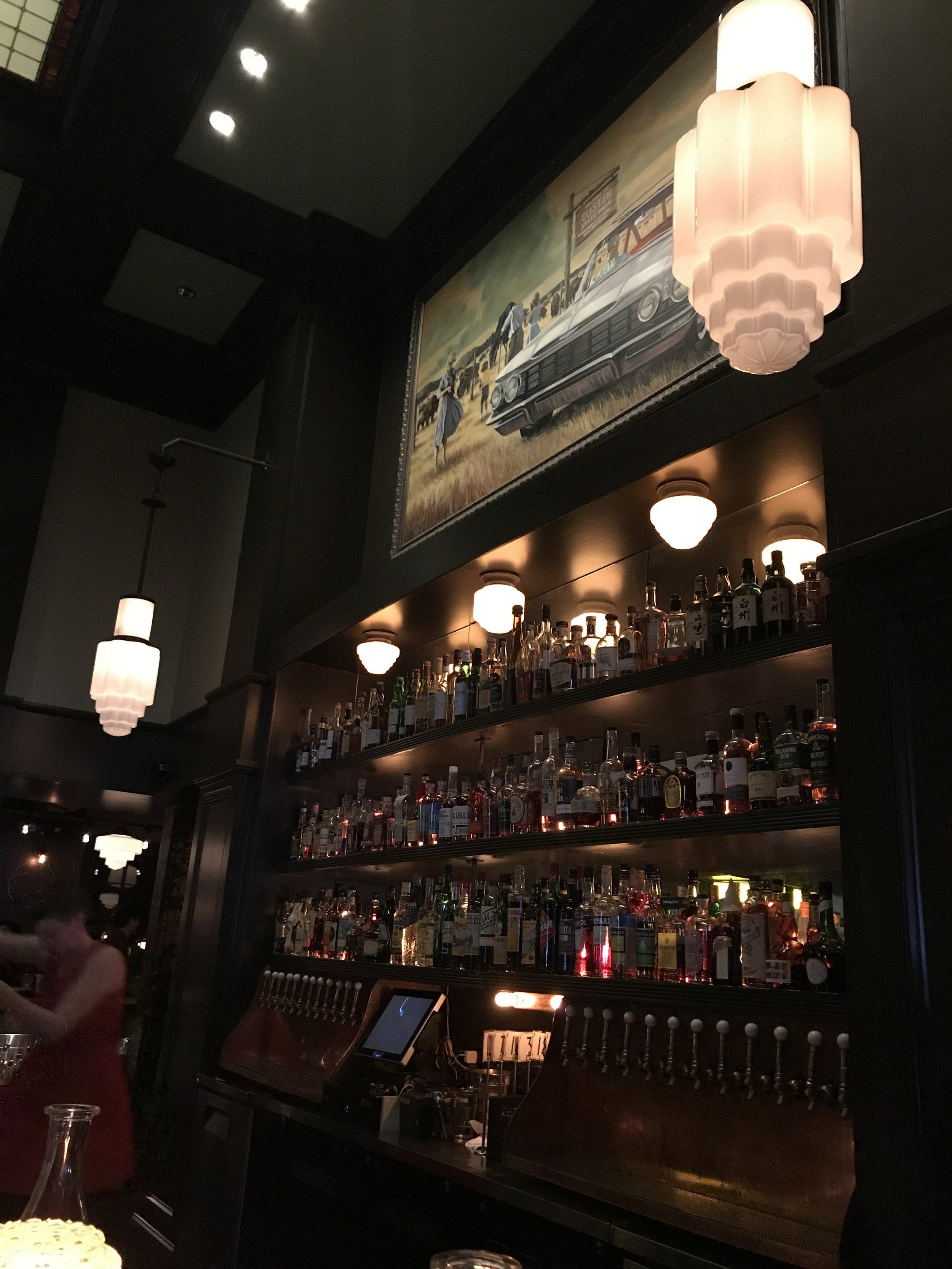 Jackknife_bar_antique_lights