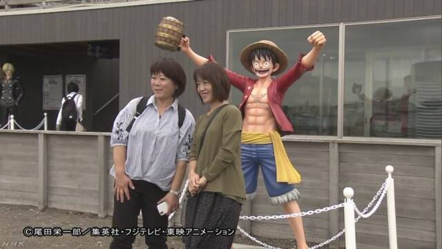 Taking pictures with Monkey.D.Luffy.