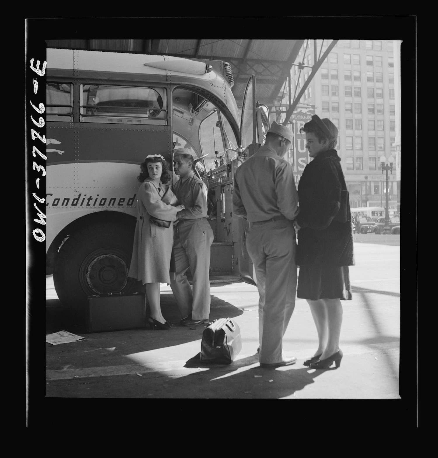 A soldier and a girl saying goodbye at the Greyhound bus station, Indianapolis (1943). Image via Library of Congress.