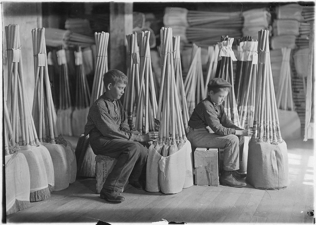 Boys in Packing Room. S. W. Brown Mfg. Co., Evansville, Ind. (1908).Photo by Lewis Hine via Library of Congress.