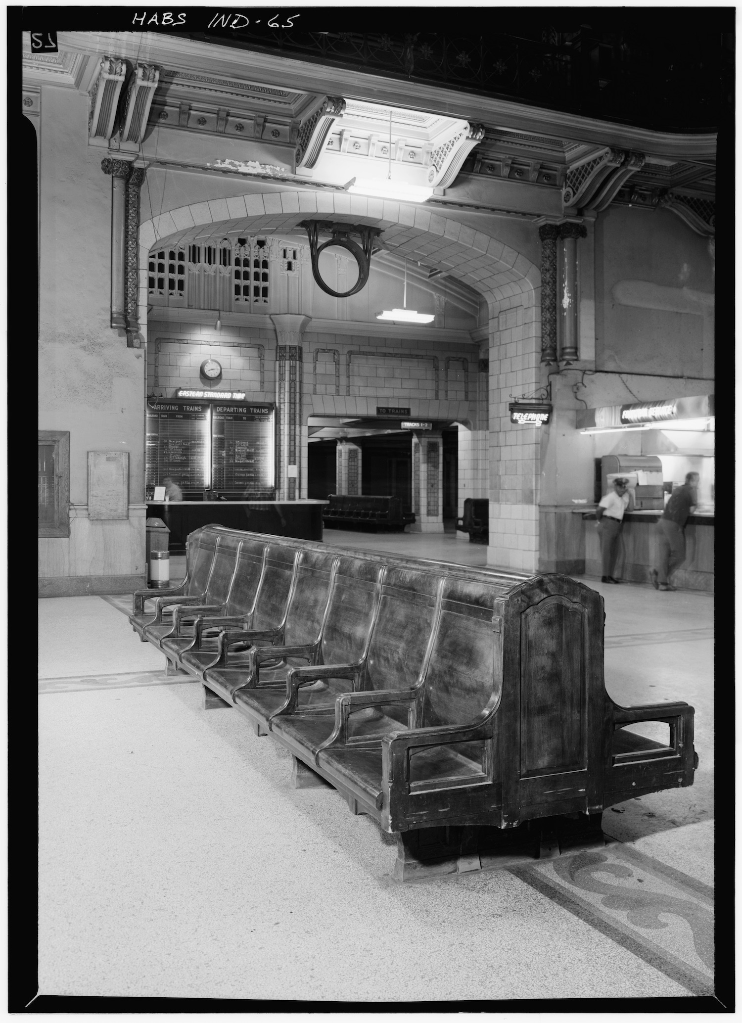 Waiting Room at Union Station, Jackson Place & Illinois Street, Indianapolis, Ind. (Aug. 1970). Image via Library of Congress.