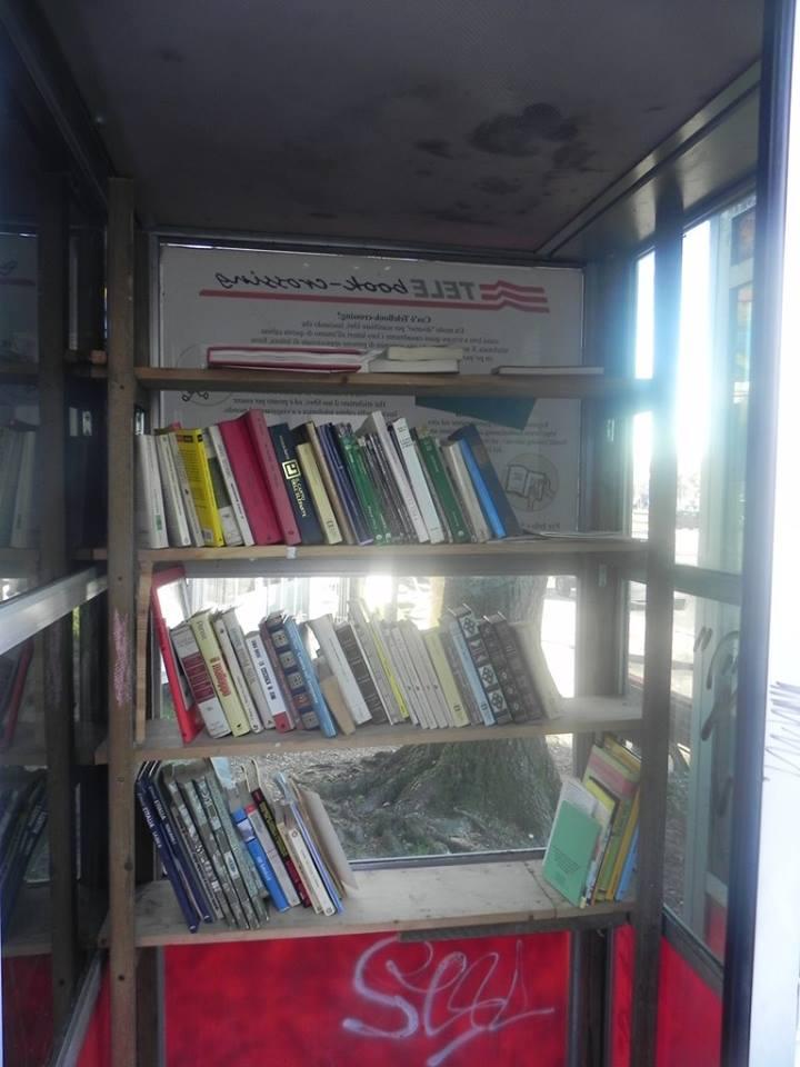 Arona: la prima bibliocabina in Italia, realizzata dai creativi Cami&Juan nel giugno 2014