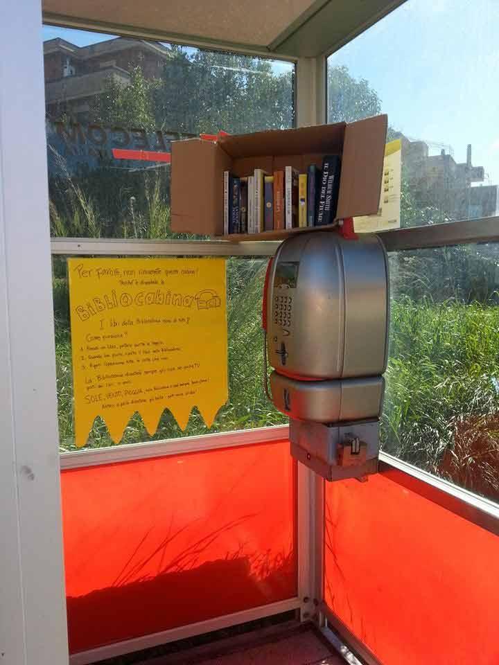 Cerveteri: la poco fortunata bibliocabina inaugurata nel febbraio 2015 che, dopo pochi giorni, ha subito il furto dei libri dai propri scaffali. :(