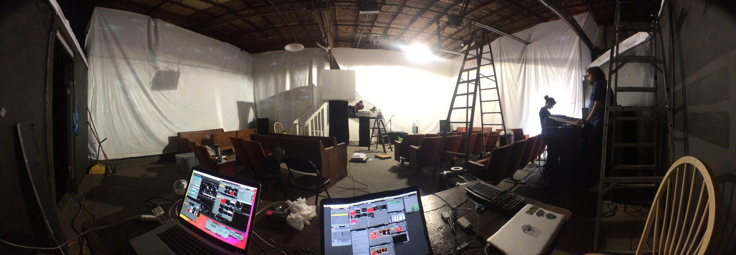 building-the-set_16508878754_o.jpg