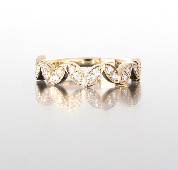 unique-ladies-rose-gold-diamond-round-scallop-band-delicate-wedding-band-craft-revival-jewelry-store-grand-rapids