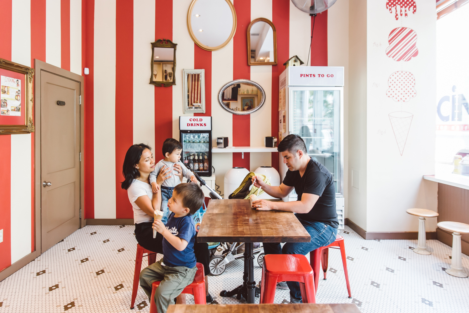 Francesca Russell Photography | Brooklyn Family Photographer | Family at ice cream shop