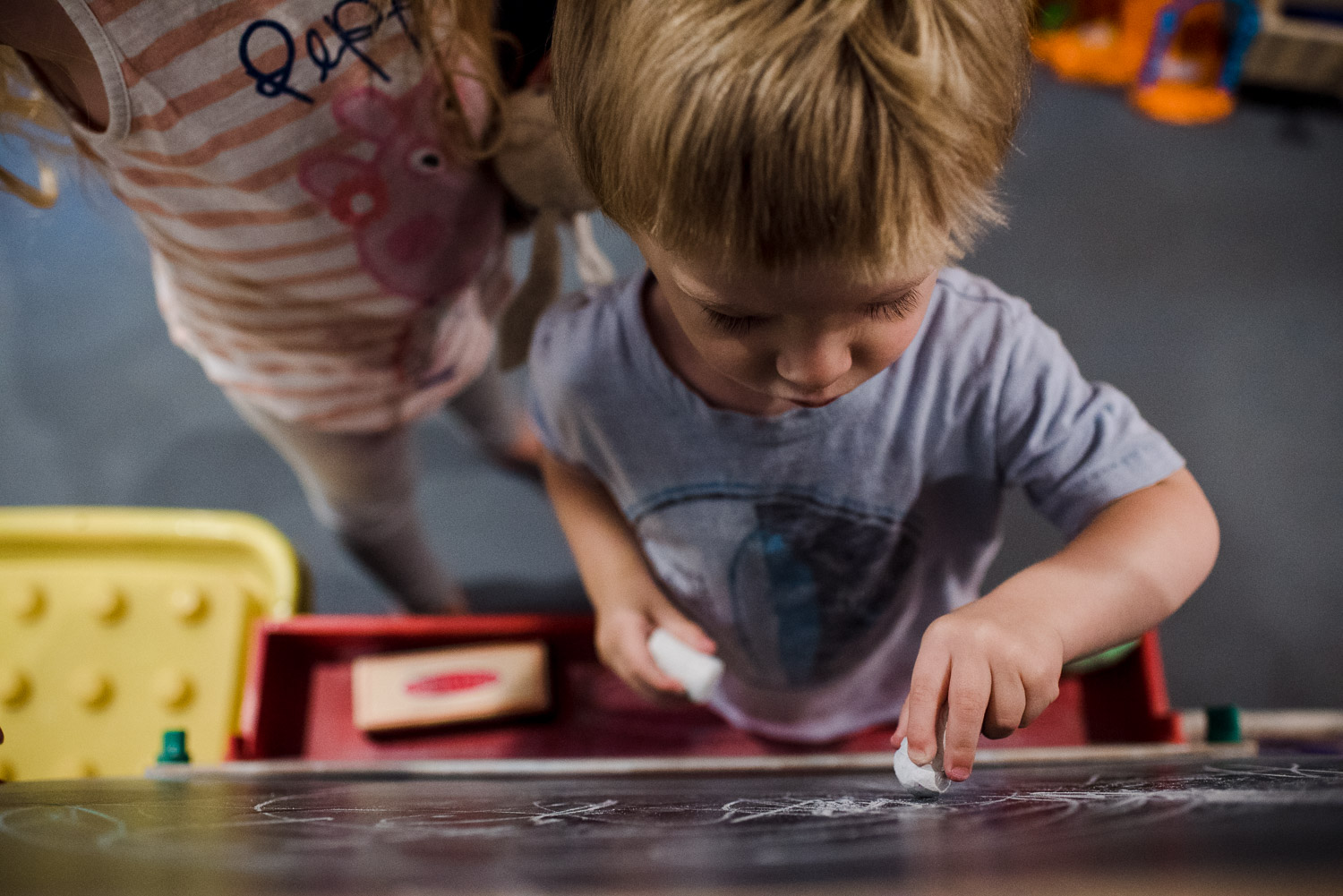 Francesca Russell Photography | Long Island Family Documentary Photography | Drawing on the chalkboard