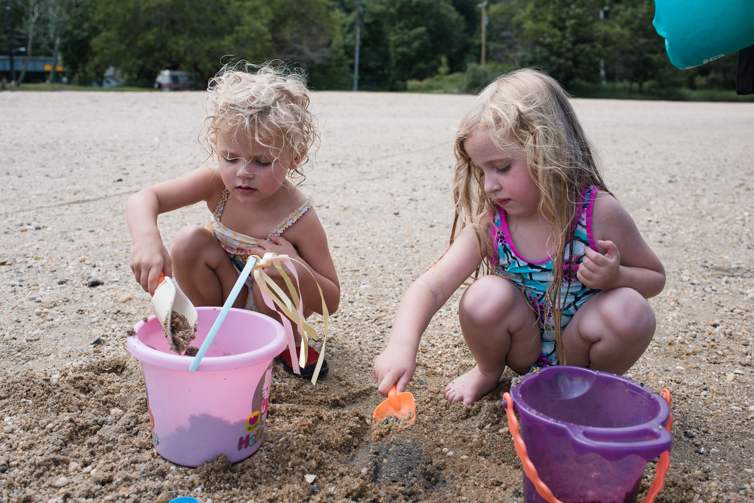 Francesca Russell Photography | Long Island Family Documentary Photography | Lila and Senja making a sand castle