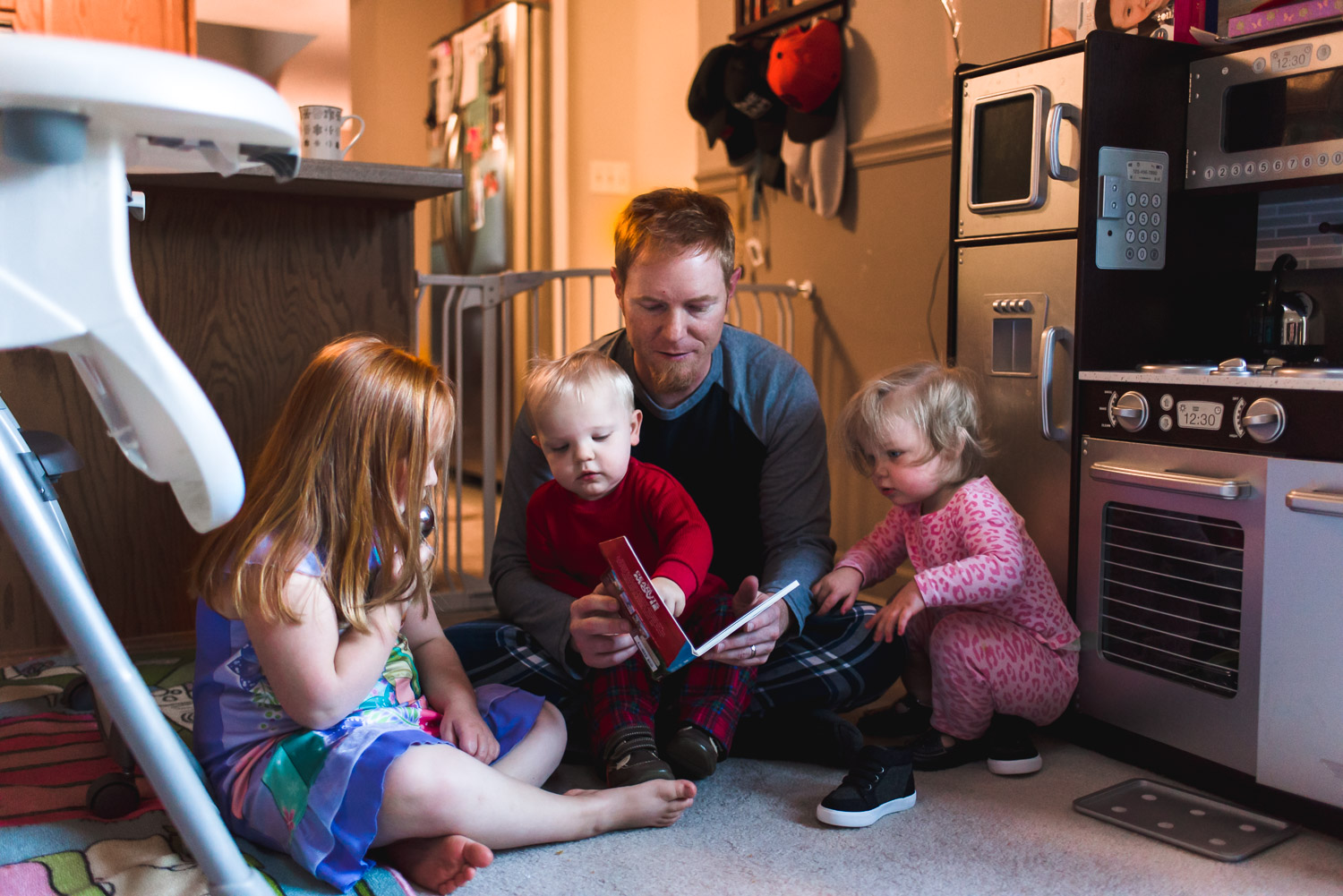 Dad reading kids a story.