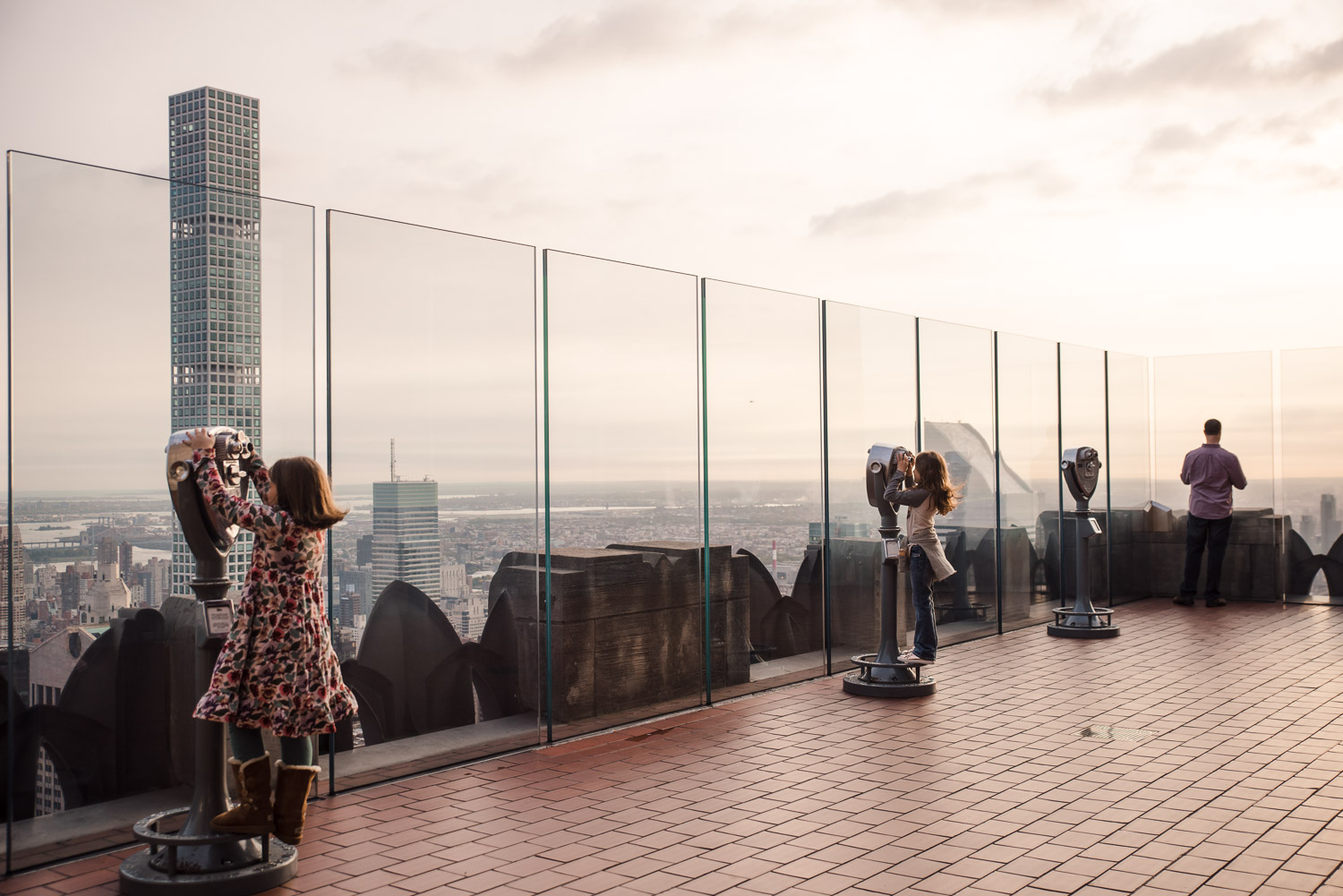 Pro-tip that I learned from this visiting Florida family: Top of the Rock at 8am is AMAZING. No crowds and glorious light. #newyorkcityfamilyphotographer #clickpro #newyorkcityvacationphotographer #dayinthelifephotographer