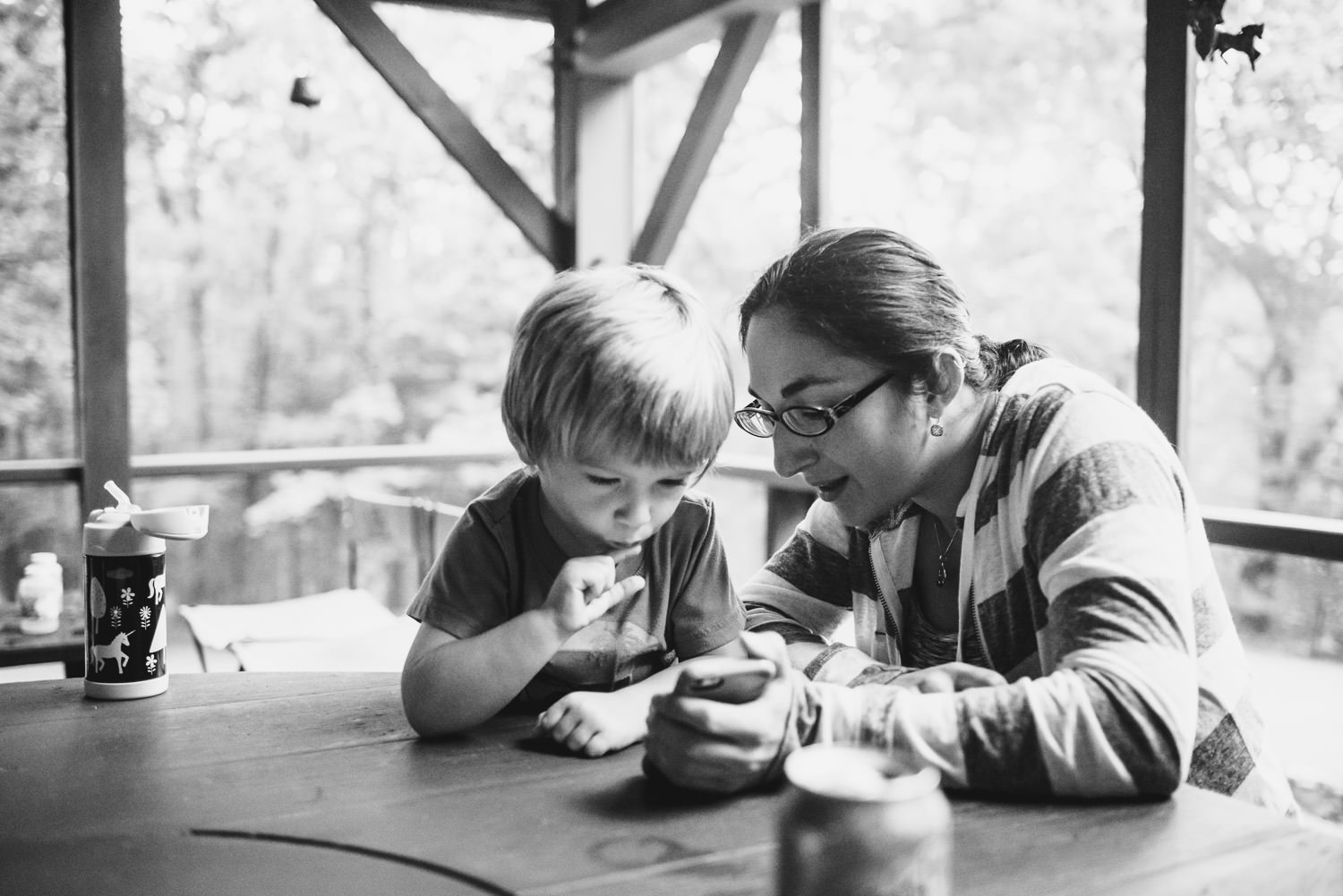 A boy and his aunt play a word game on a phone.