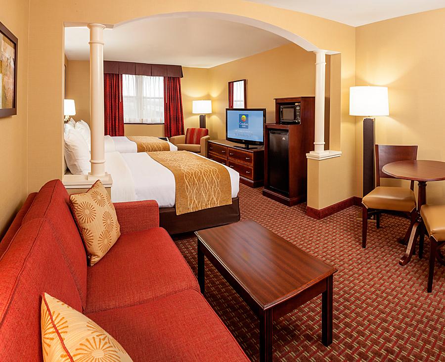 VT031 Queen Queen Room.jpg