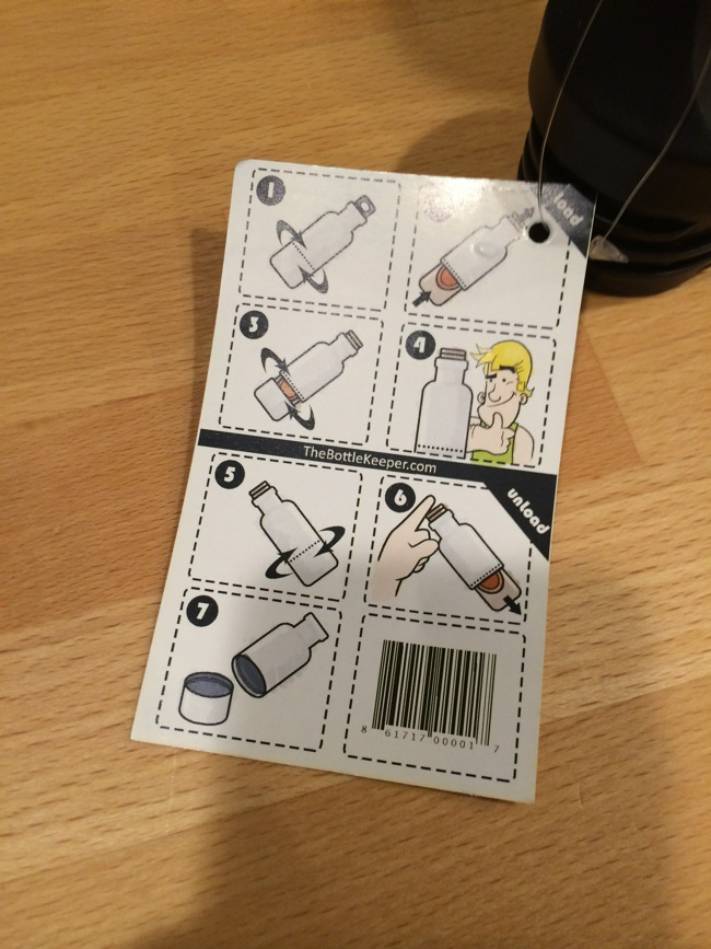 Very simple instructions are included on the reverse of the tag. Not very hard to figure out, but a nice touch.