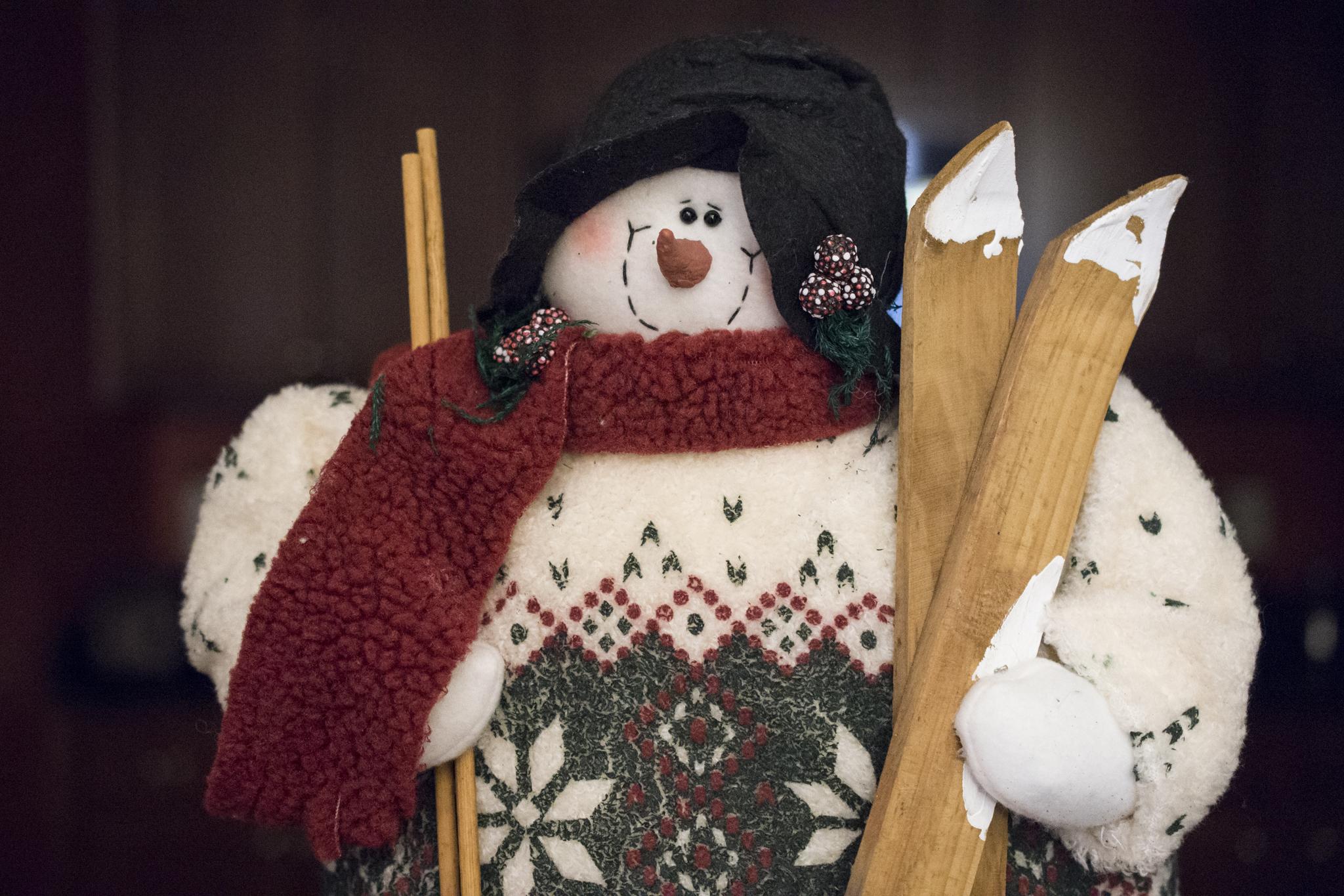 Snowman with skiis
