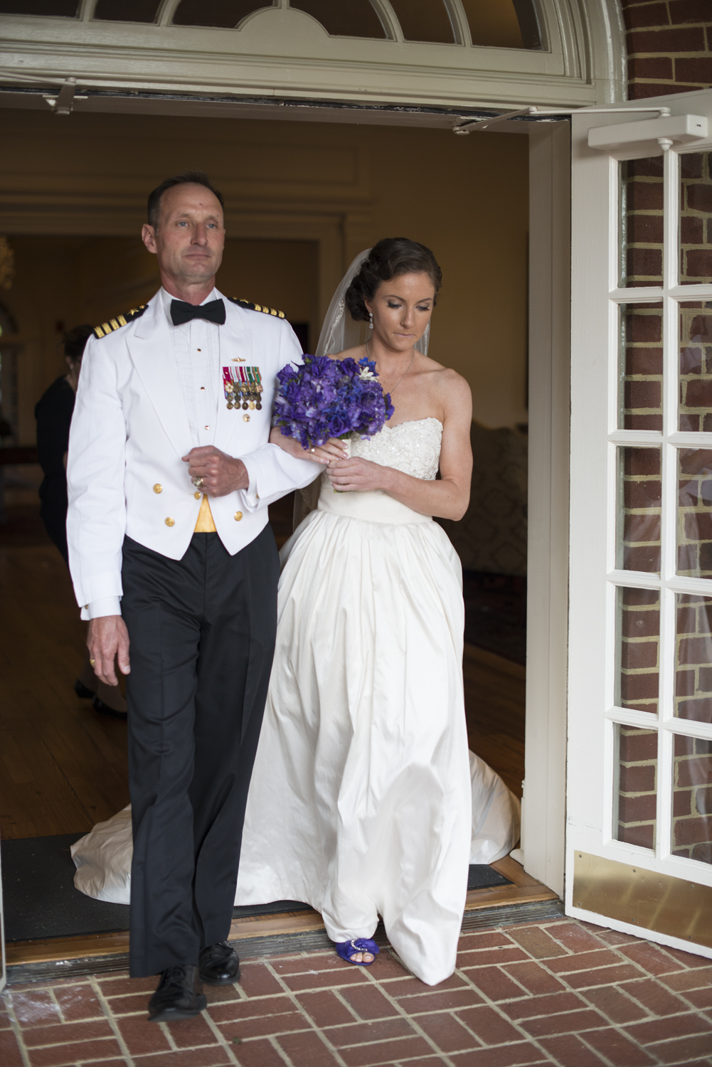 Bride walking down the aisle with her father | Maria Grace Photography