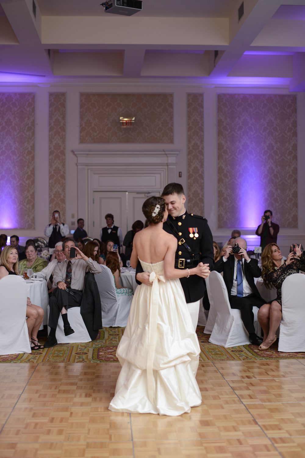 Bride and groom's first dance | Maria Grace Photography