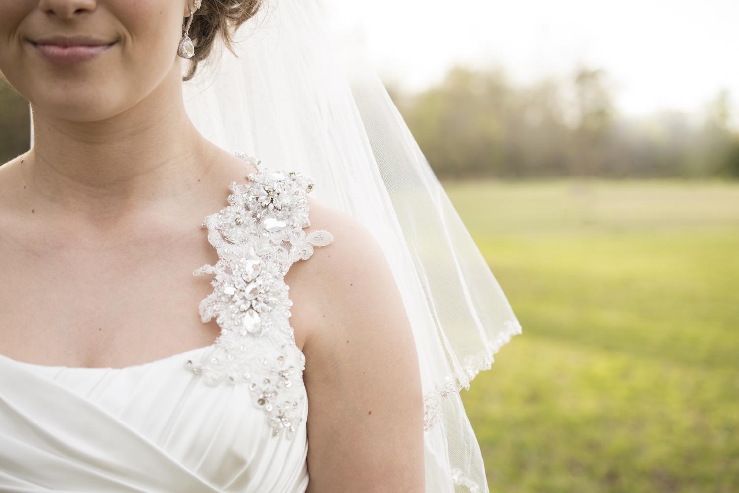 Bridal portrait details in front of a gorgeous, wood backdrop | Maria Grace Photography