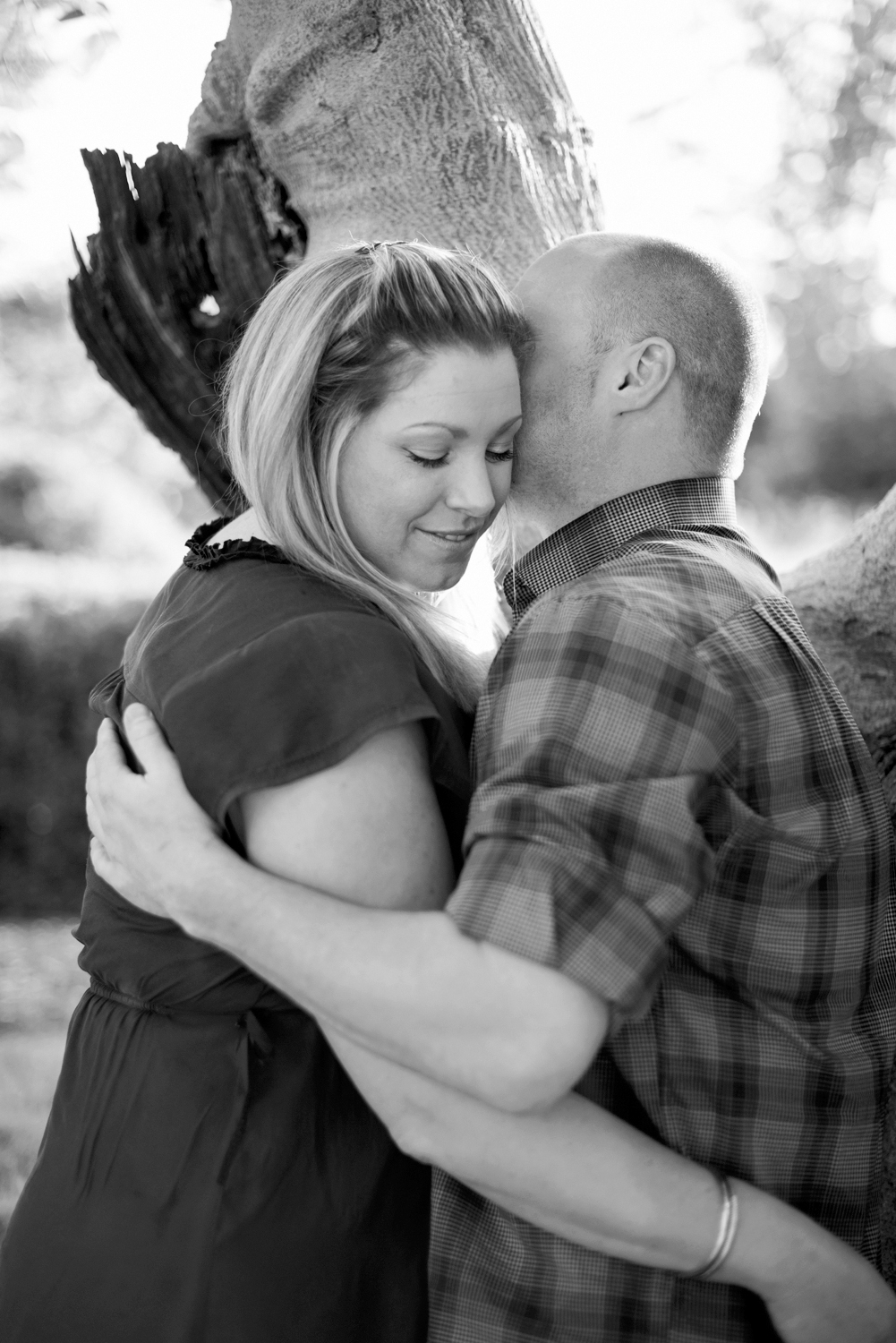 Beautiful Colonial Williamsburg engagement in front of a fountain | Maria Grace Photography
