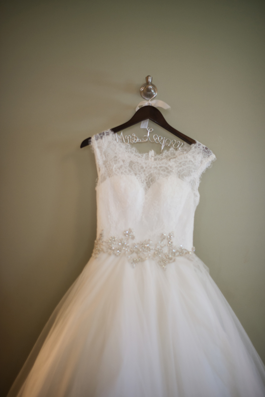 Classic wedding gown picture | Portsmouth Woman's Club in Virginia
