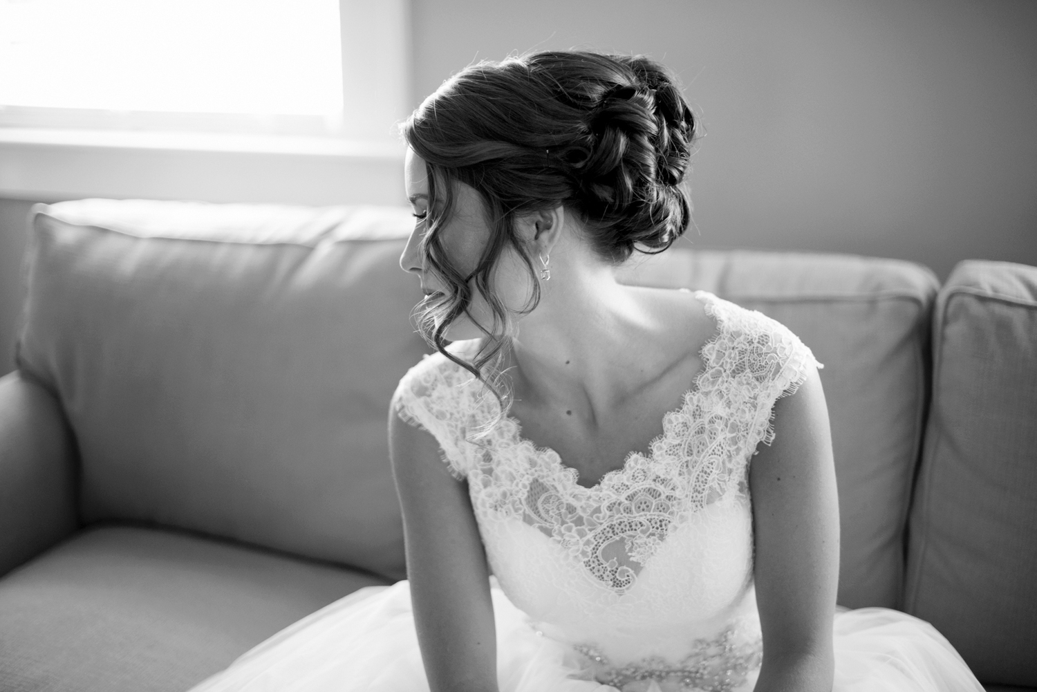 Gorgeous black and white bridal portrait using window light | Portsmouth Woman's Club in Virginia