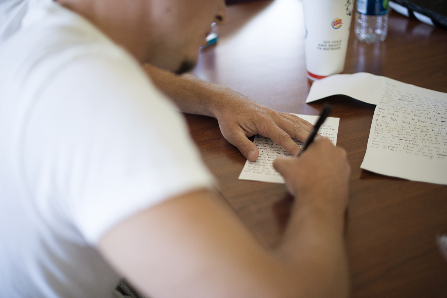 Groom writes his vows on his wedding day | Portsmouth Woman's Club in Virginia