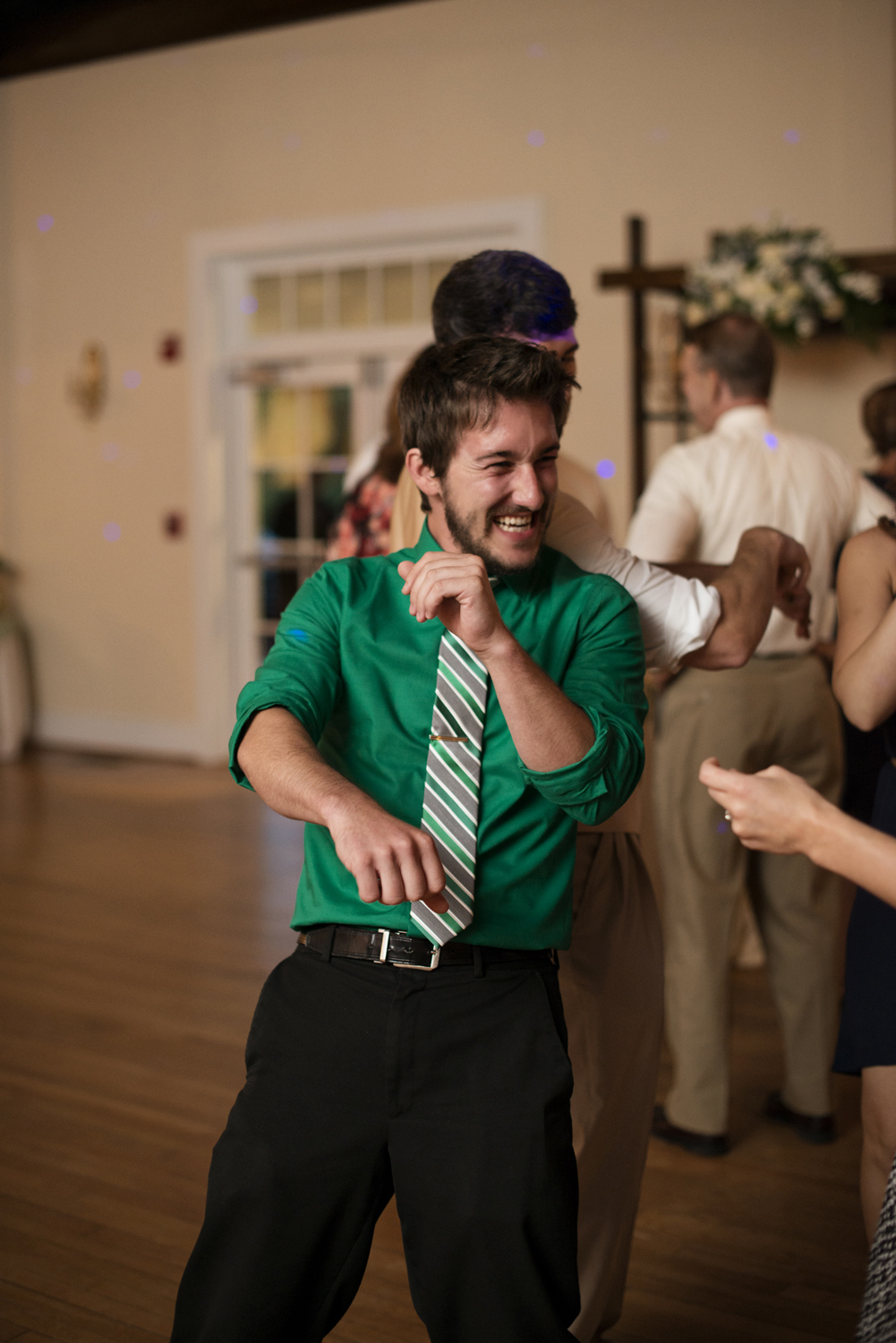 Wedding party dancing | Portsmouth Woman's Club in Virginia