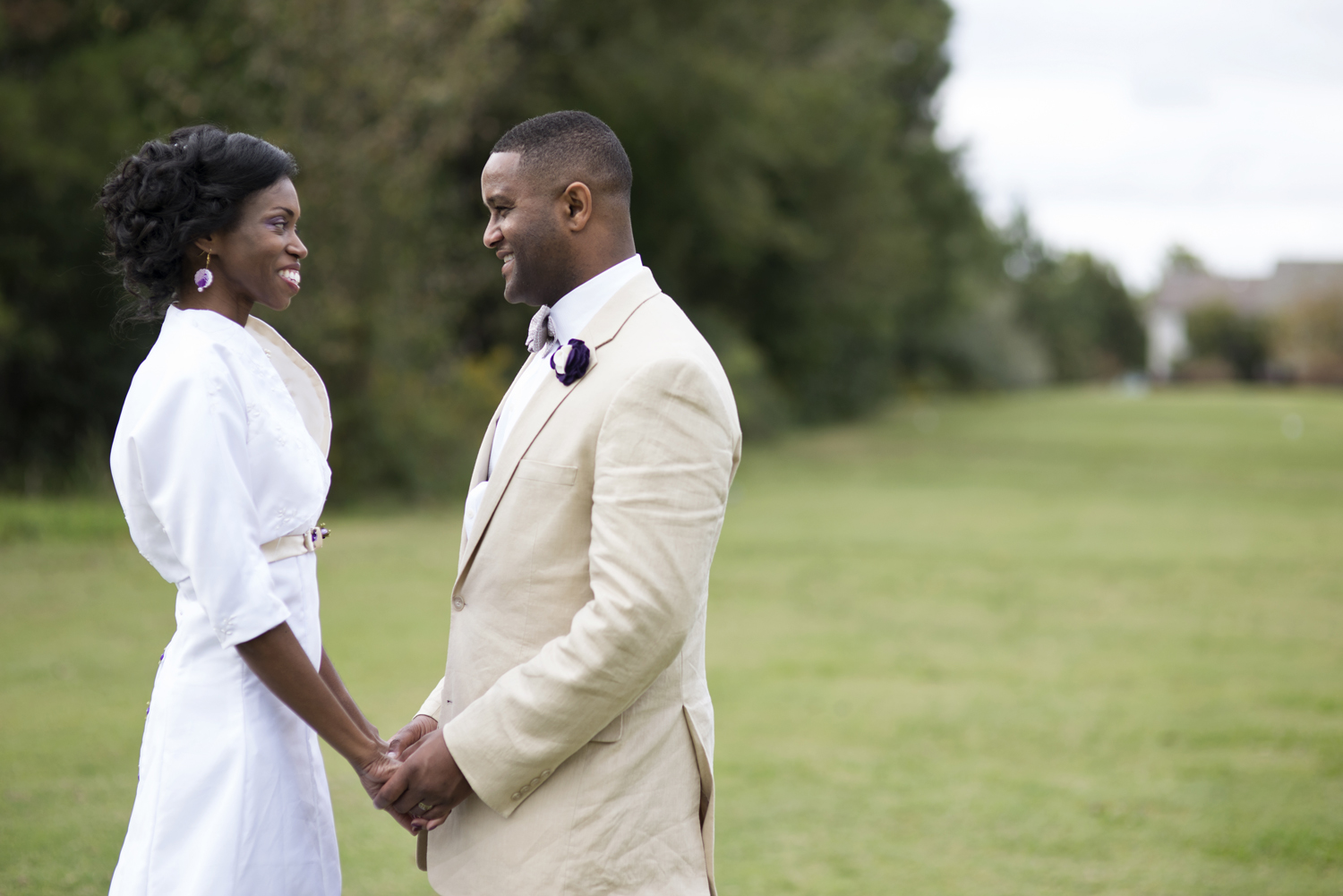 Bride and groom portraits on a golf course in Chesapeake, Virginia in October