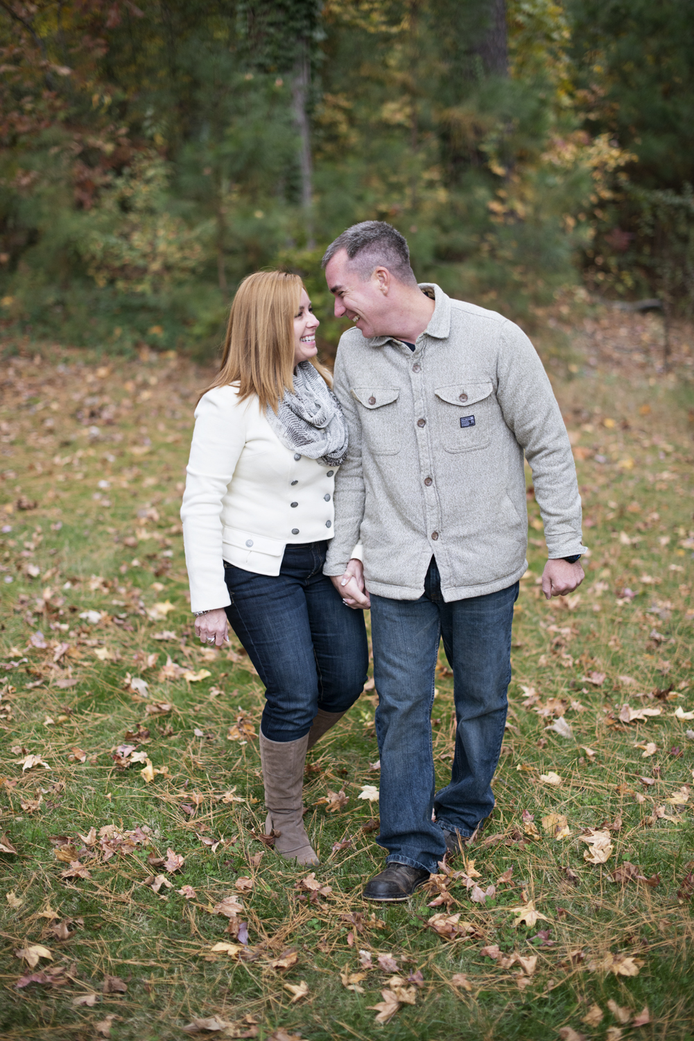 Cute ideas for fall engagement pictures with gray and white coats