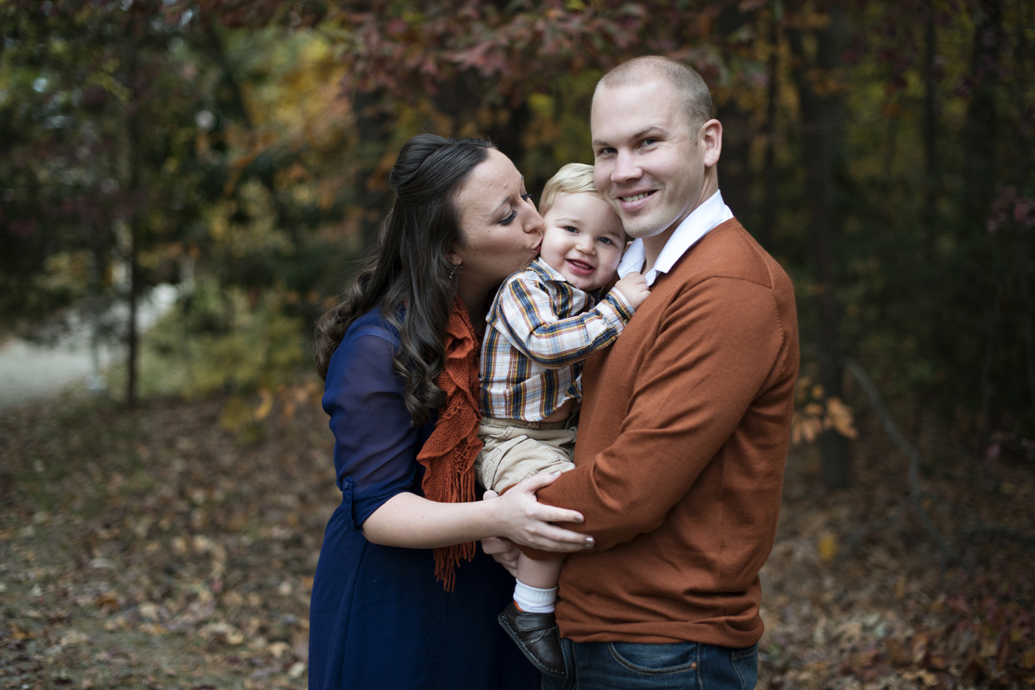 Blue and orange fall outfit ideas for family pictures