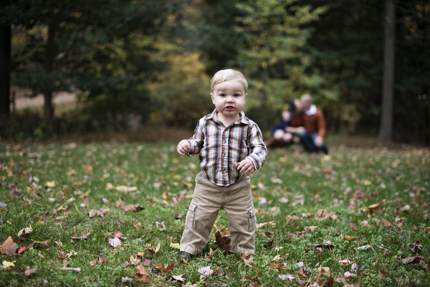 Cute family picture ideas with baby in the fall