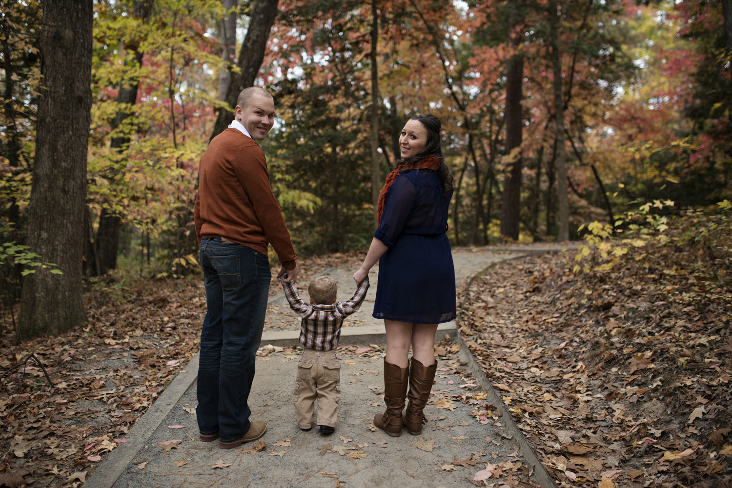 Family pictures with beautiful fall foliage