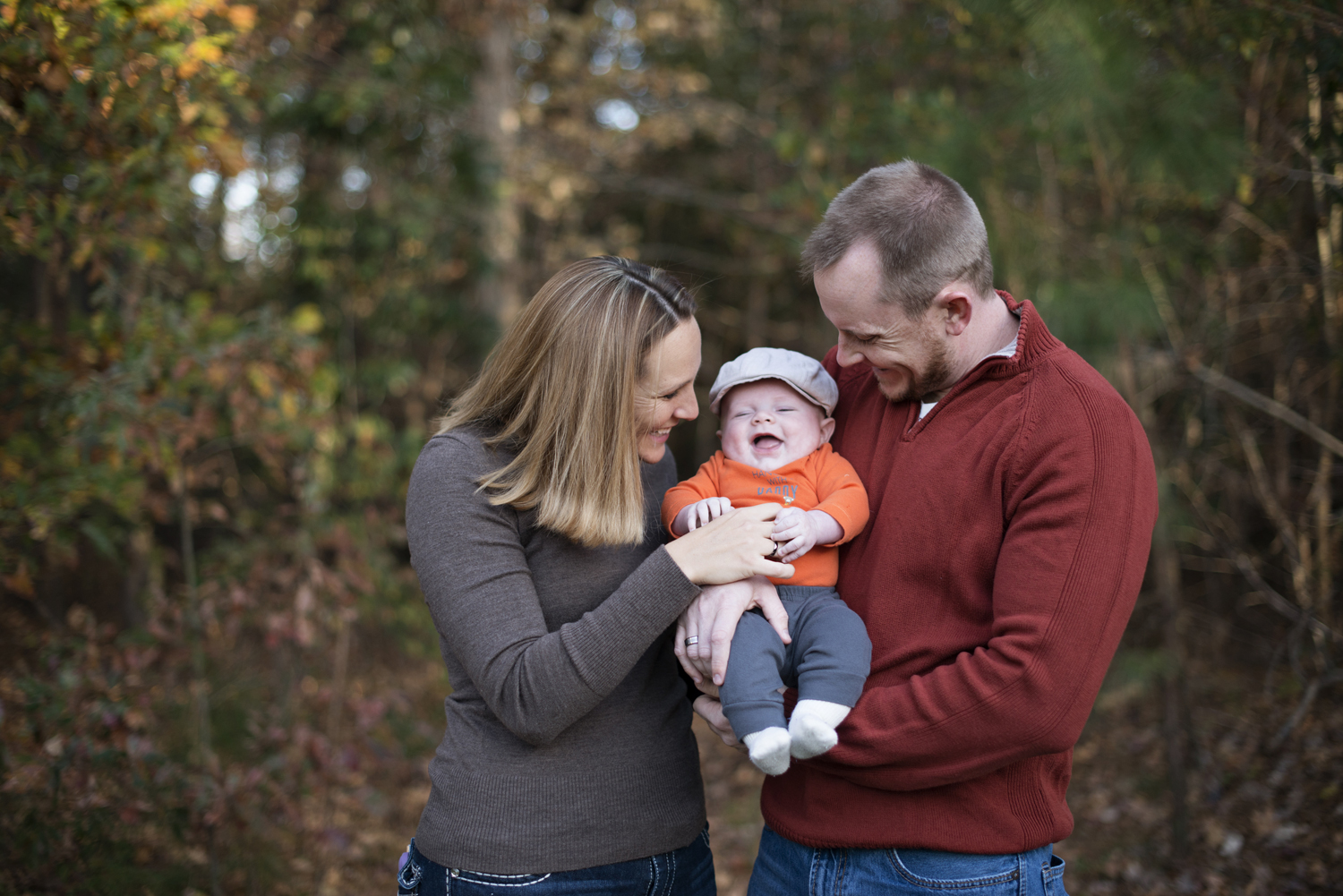 Cute fall family picture ideas in Virginia