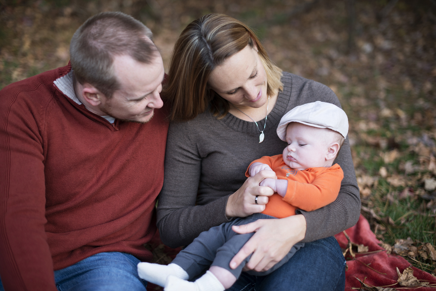 Fall picture ideas for family of three