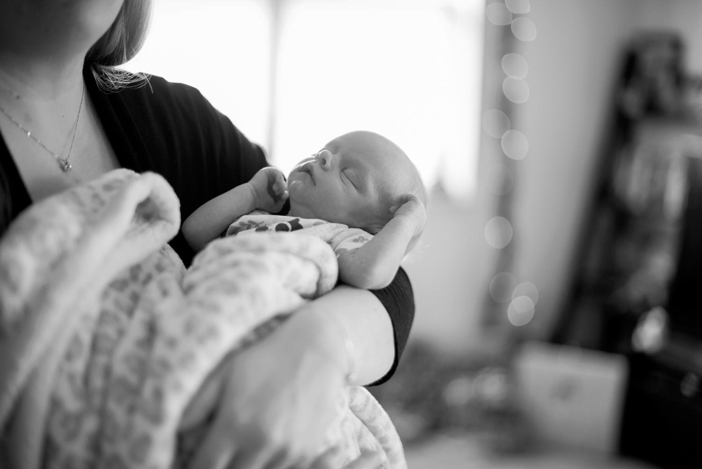 Newborn lifestyle photography (black and white)