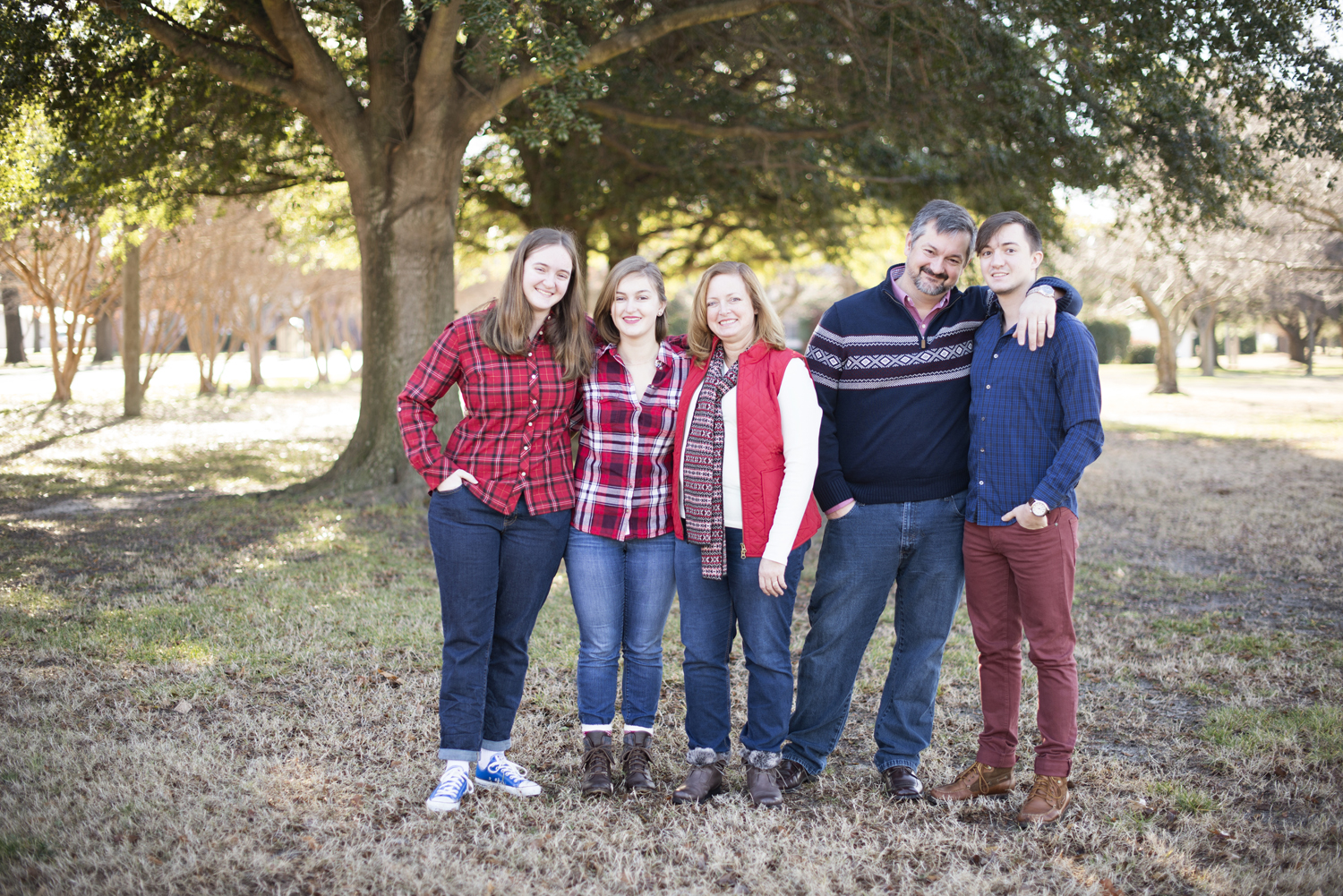 Red plaid and blue sweater family picture outfit ideas