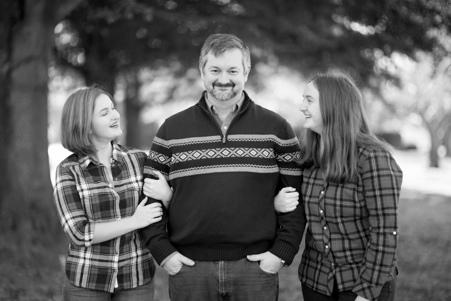 Dad and daughters posing ideas