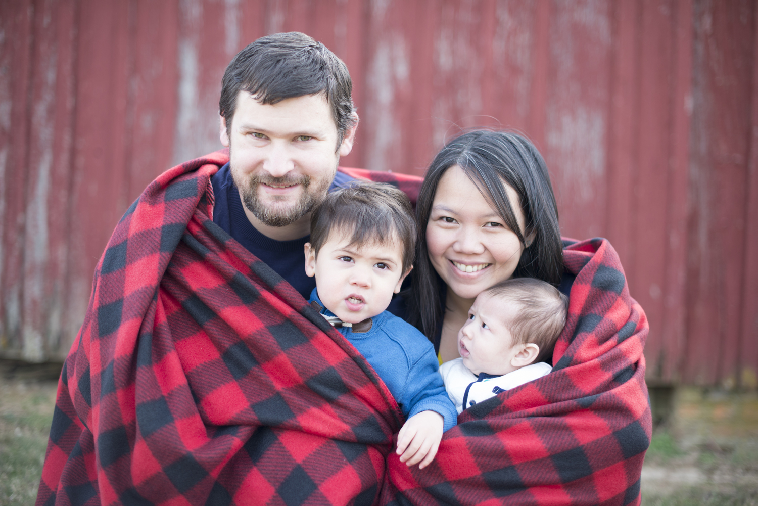 Winter family portrait session with plaid blanket