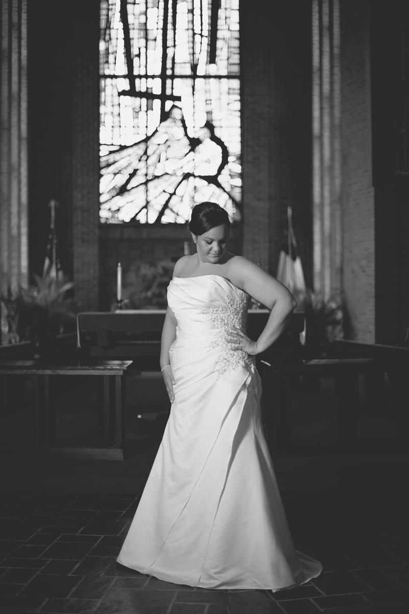 Iconic Bridal Portraits   United Methodist Church   Black & white