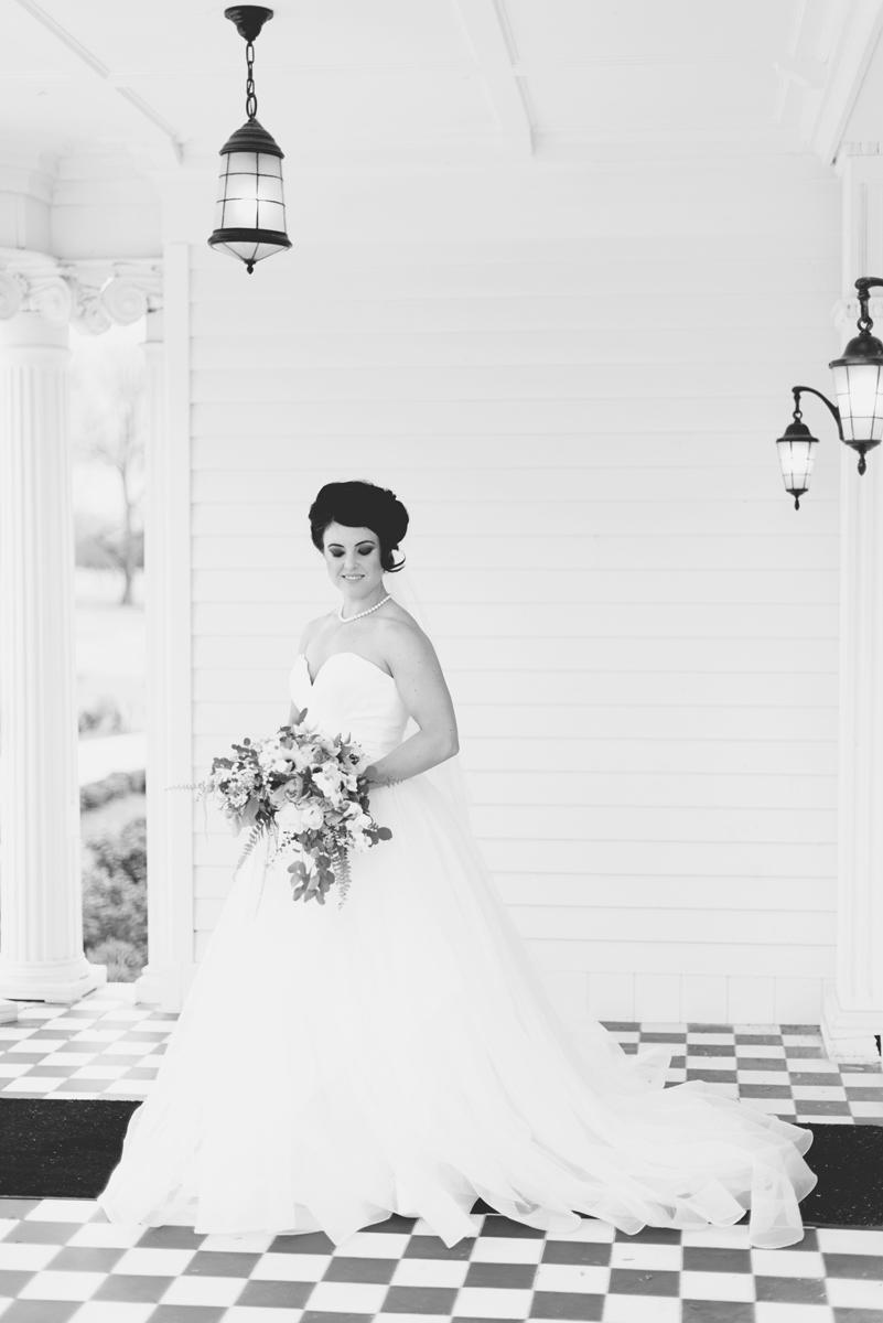 Classic bridal portrait | Black and white