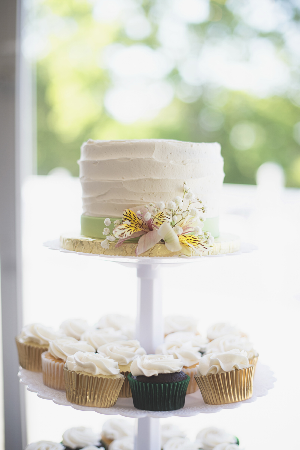 Ford's Colony Country Club in Williamsburg, Virginia | Wedding Cake & Cupcakes