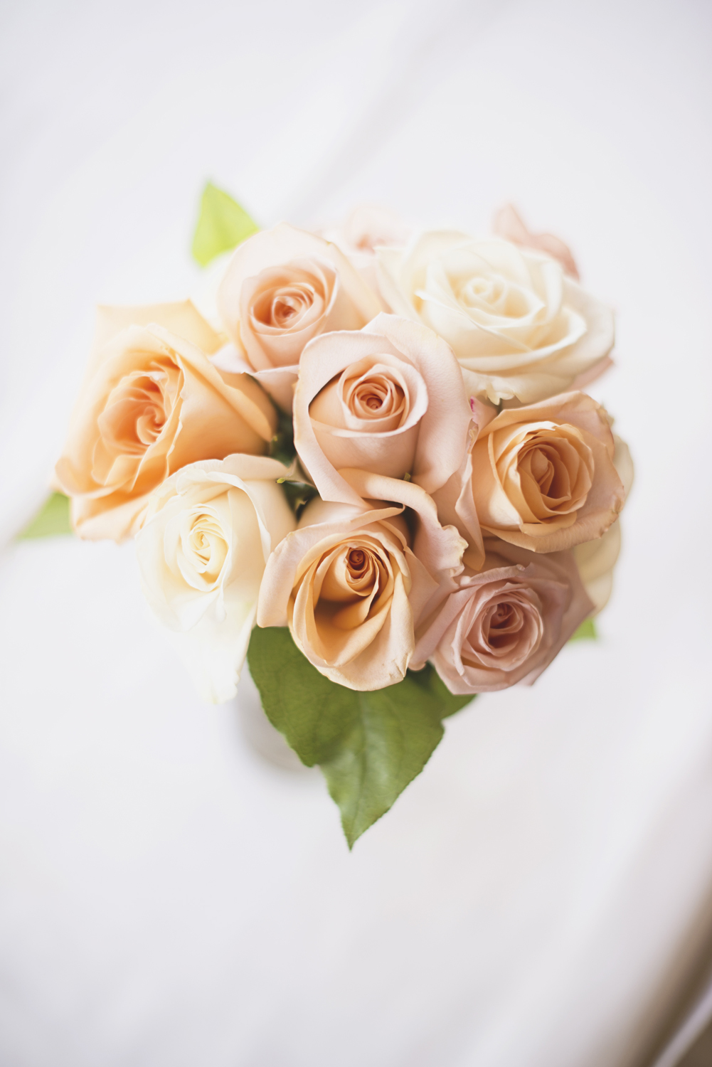 Ford's Colony Country Club in Williamsburg, Virginia | Blush, peach, and white rose bouquet