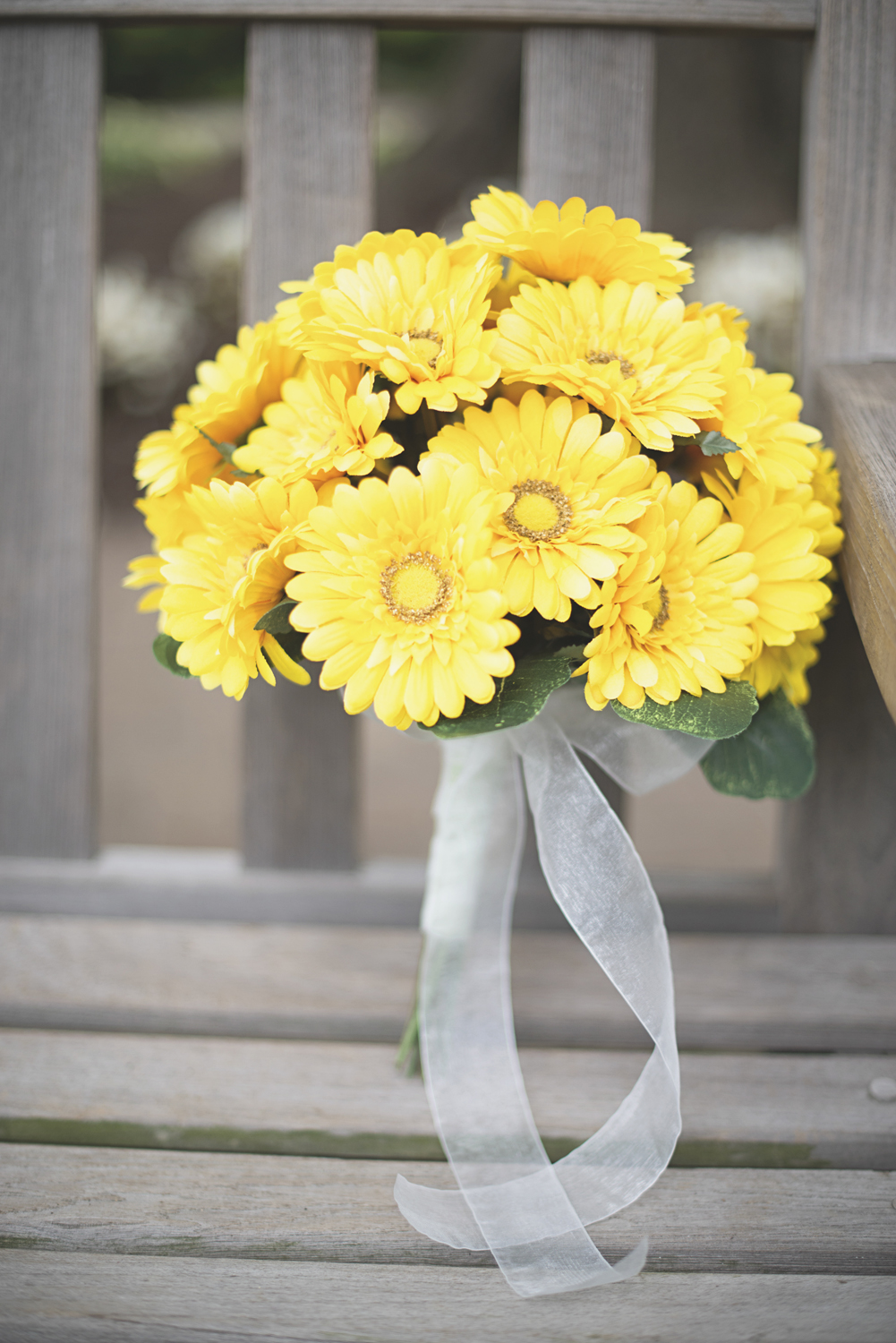 Mariners Museum Wedding | Newport News, Virginia | Yellow daisy bridal bouquet