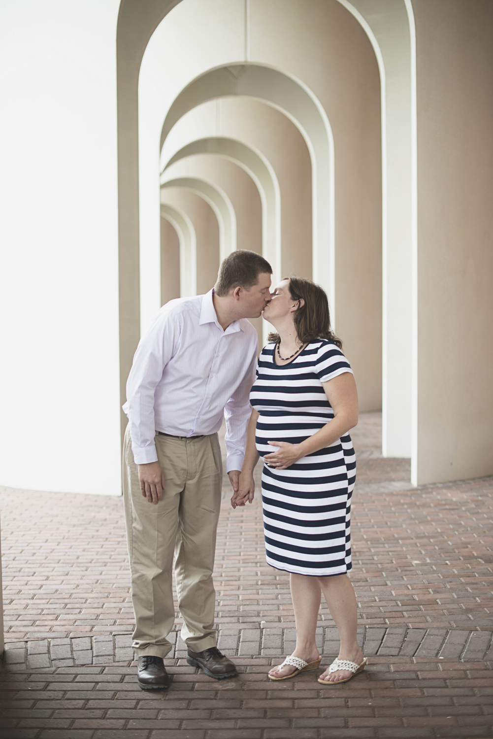 Christopher Newport Maternity Photos | Newport News, Virginia | Blue, tan, and white maternity outfit ideas