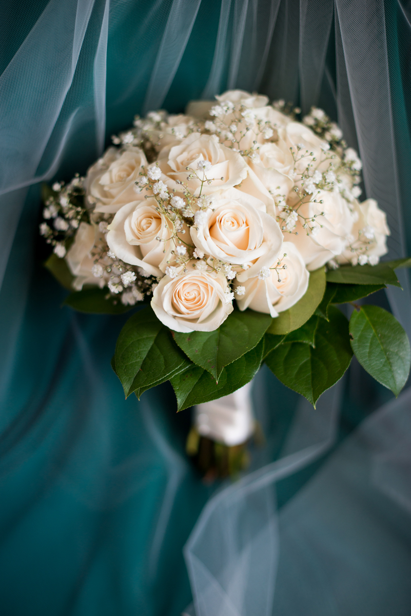 Emerald Green Classic Country Club Wedding | Blush Rose and Baby's Breath Bouquet