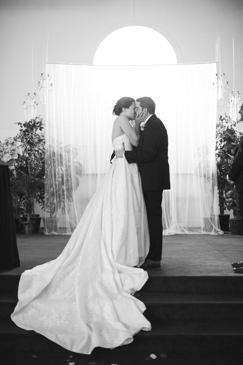 Sparkly Gold and White Fall Wedding | Wedding Ceremony