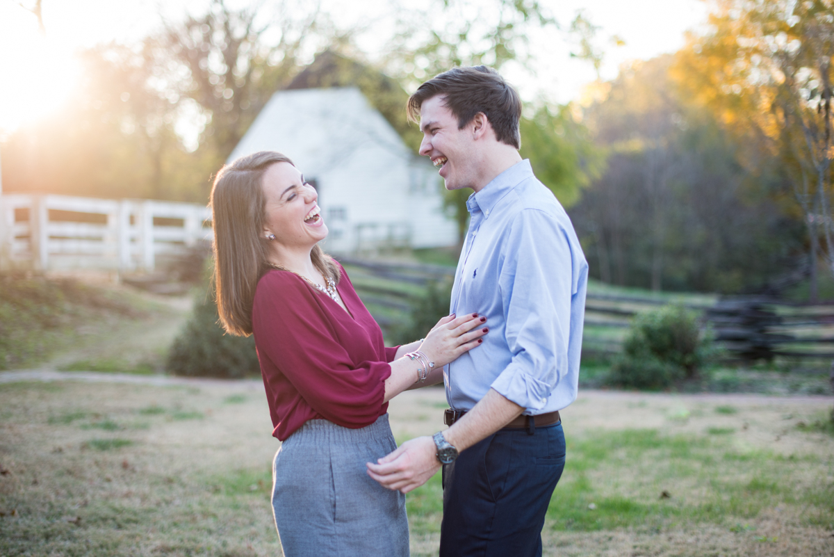 Colonial_Williamsburg_Fall_Engagement_Pictures-12.jpg