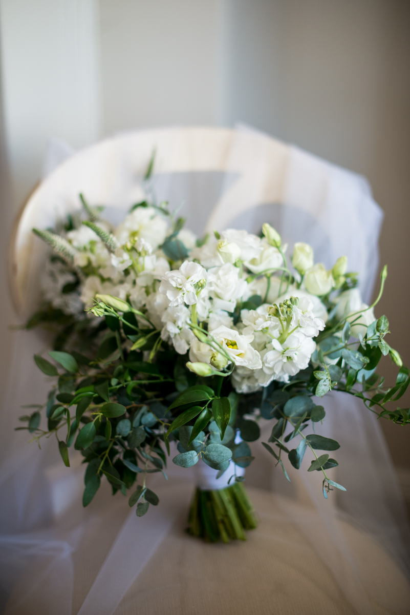 Minimalist White and Green Summer Wedding | White and Green Bridal Bouquet
