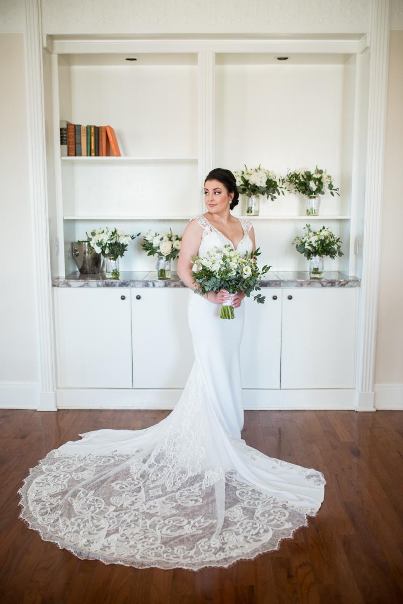 Minimalist White and Green Summer Wedding | Bridal portrait