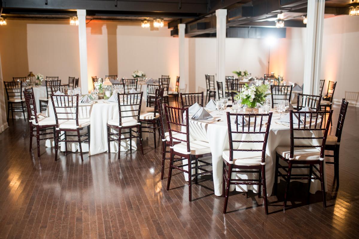 Minimalist White and Green Summer Wedding | Elegant White and Green Wedding Reception